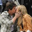 Huch! Wen küsst Mark Wahlberg denn hier?