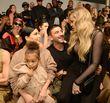 """North West hat bei Kanye Wests Show für sein Label """"Yeezy"""" allen die Show gestohlen"""