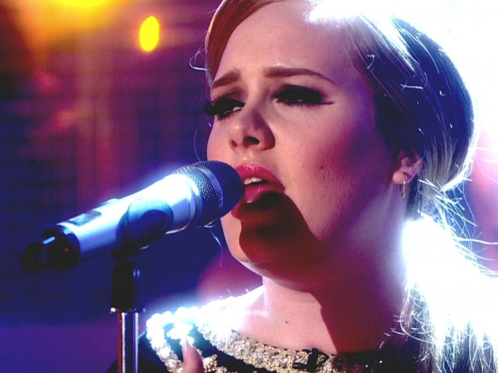 Adele singt im TV auf