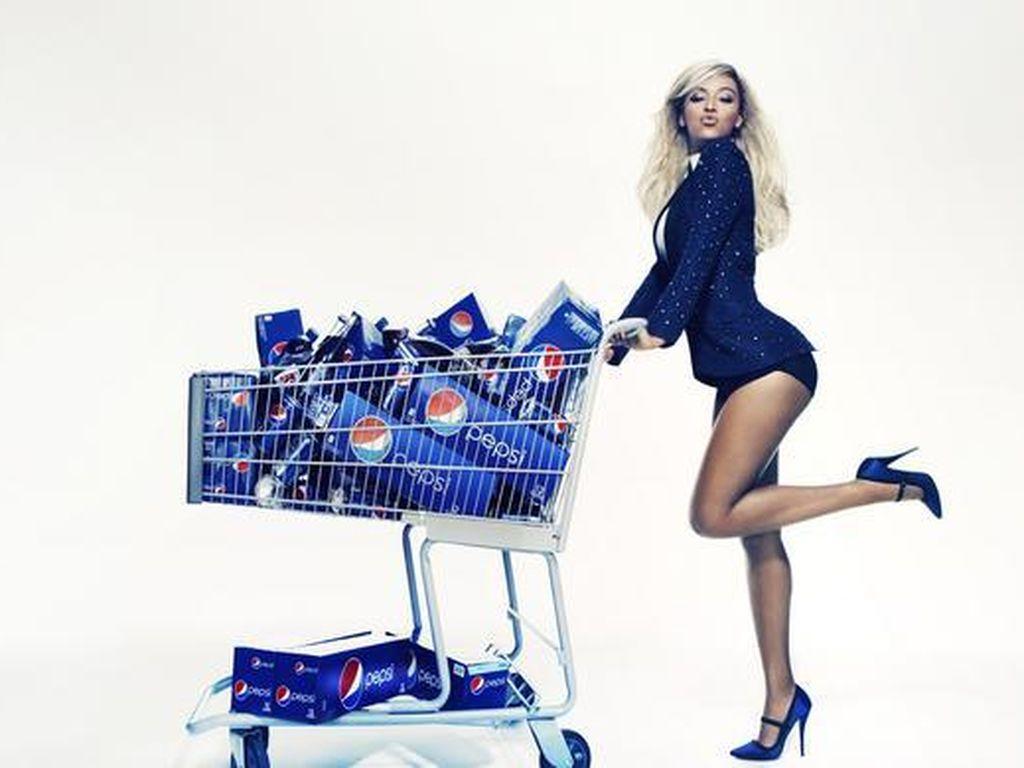 Beyonce mit Pepsi-Wagen