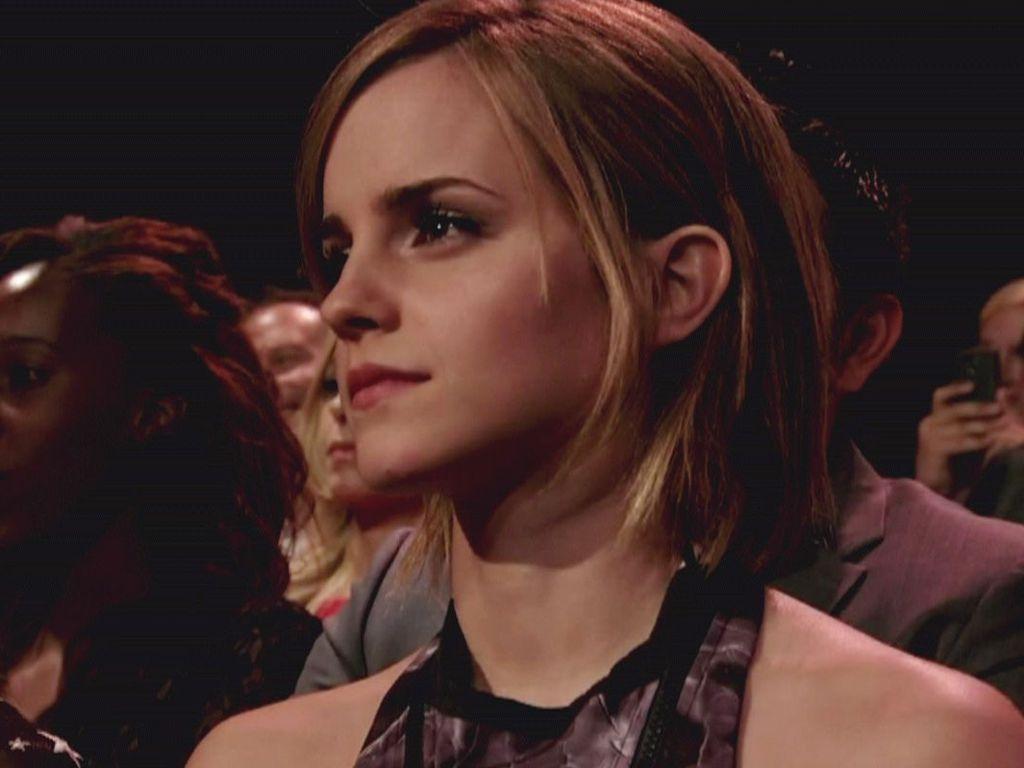 Emma Watson guckt nachdenklich