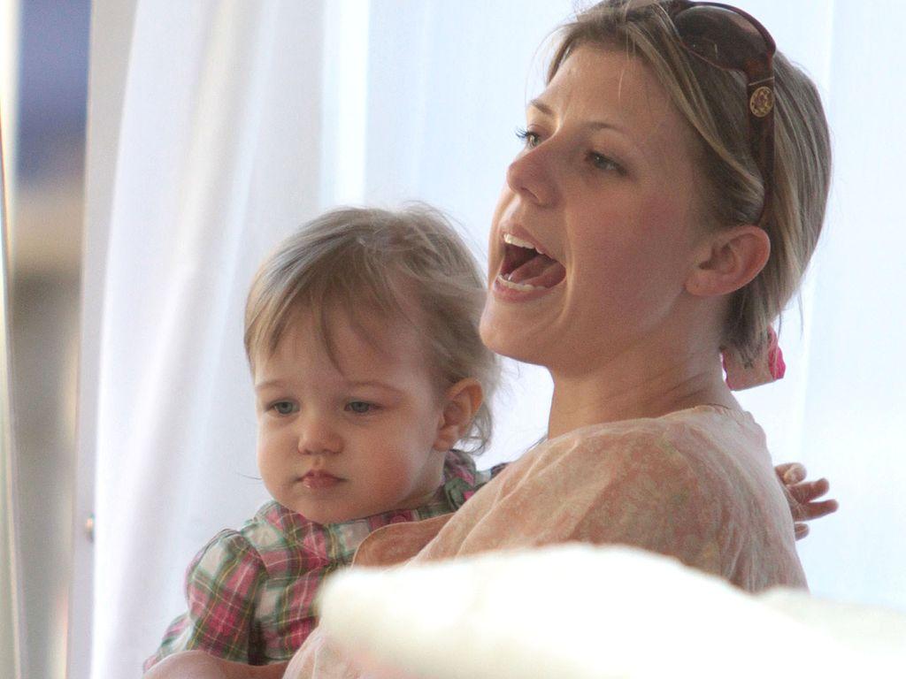 Jodie Sweetin mit Kind schreit