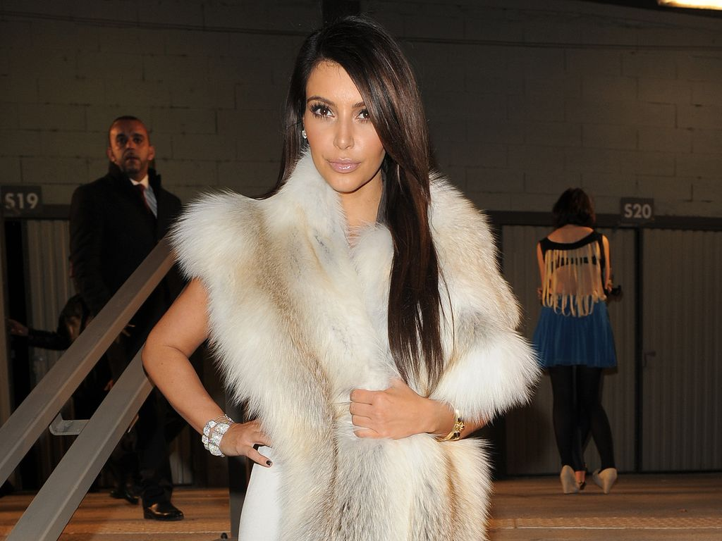 Kim Kardashian mit pelz stola