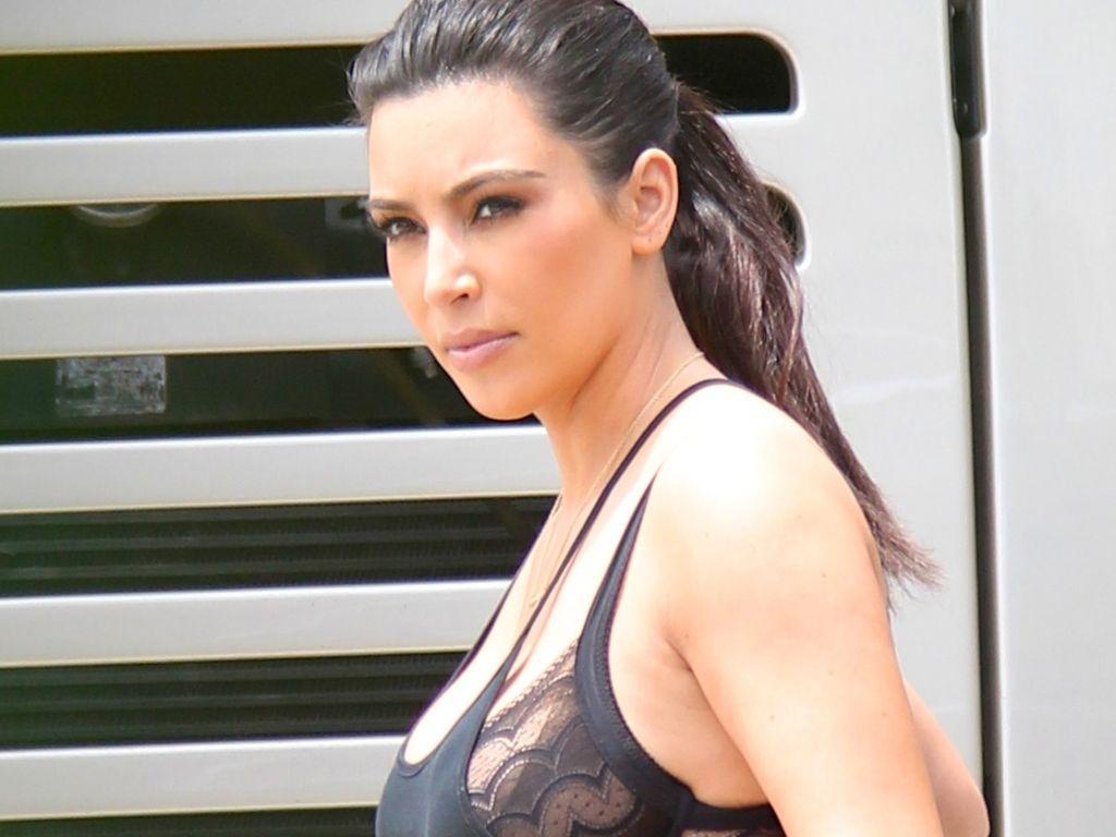 Kim Kardashian zeigt ihren BH