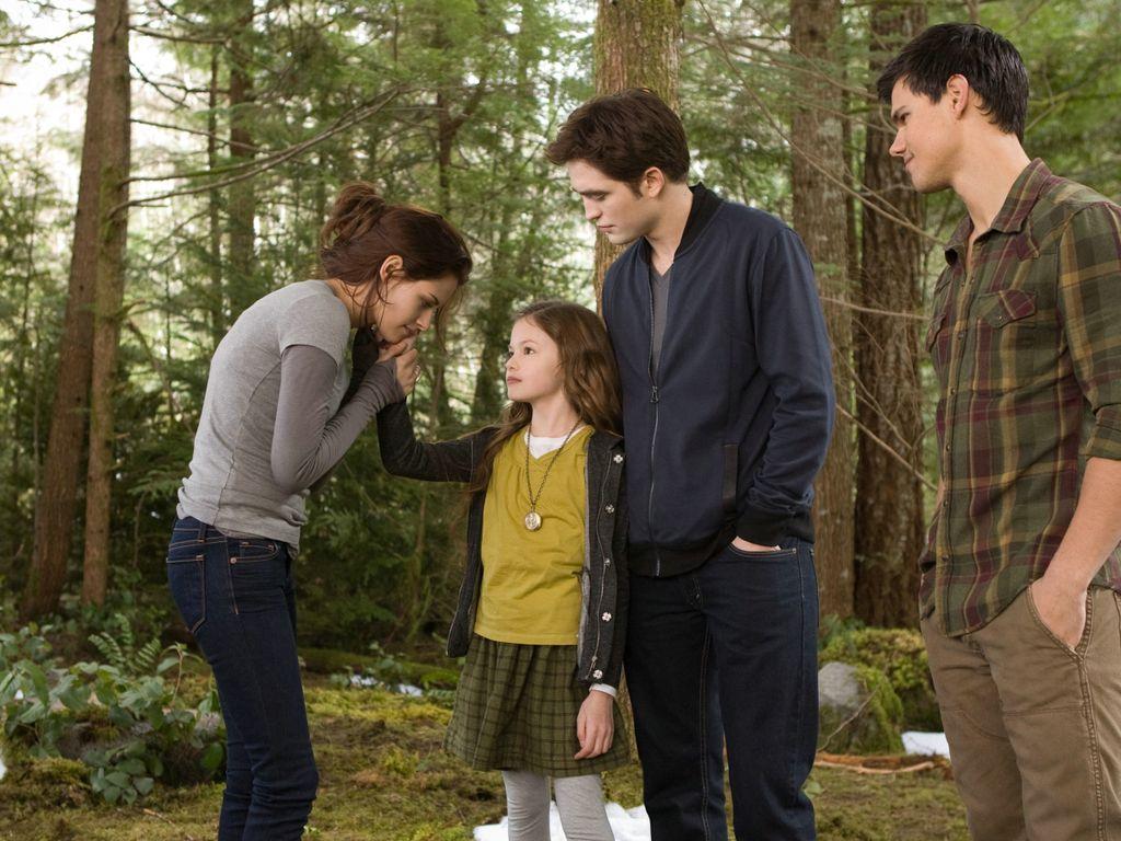 Renesmee mit ihrer Familie