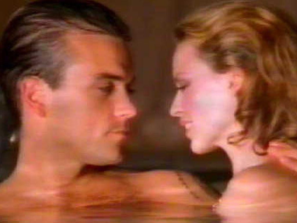Robbie und Kylie im Pool