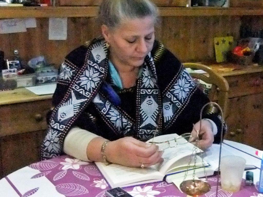 Silvia Wollny mit ihrem Magie-Buch