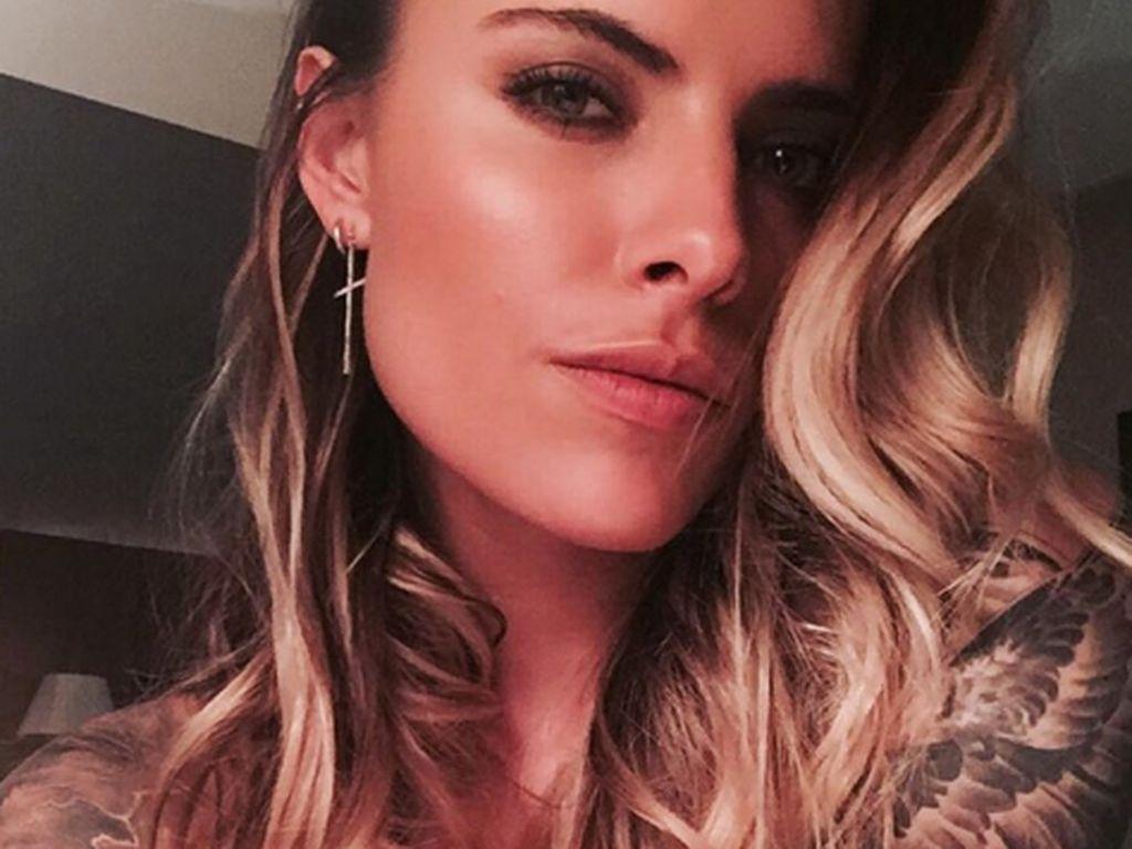 Oben ohne: Sophia Thomallas nacktes Till-Tattoo-Selfie