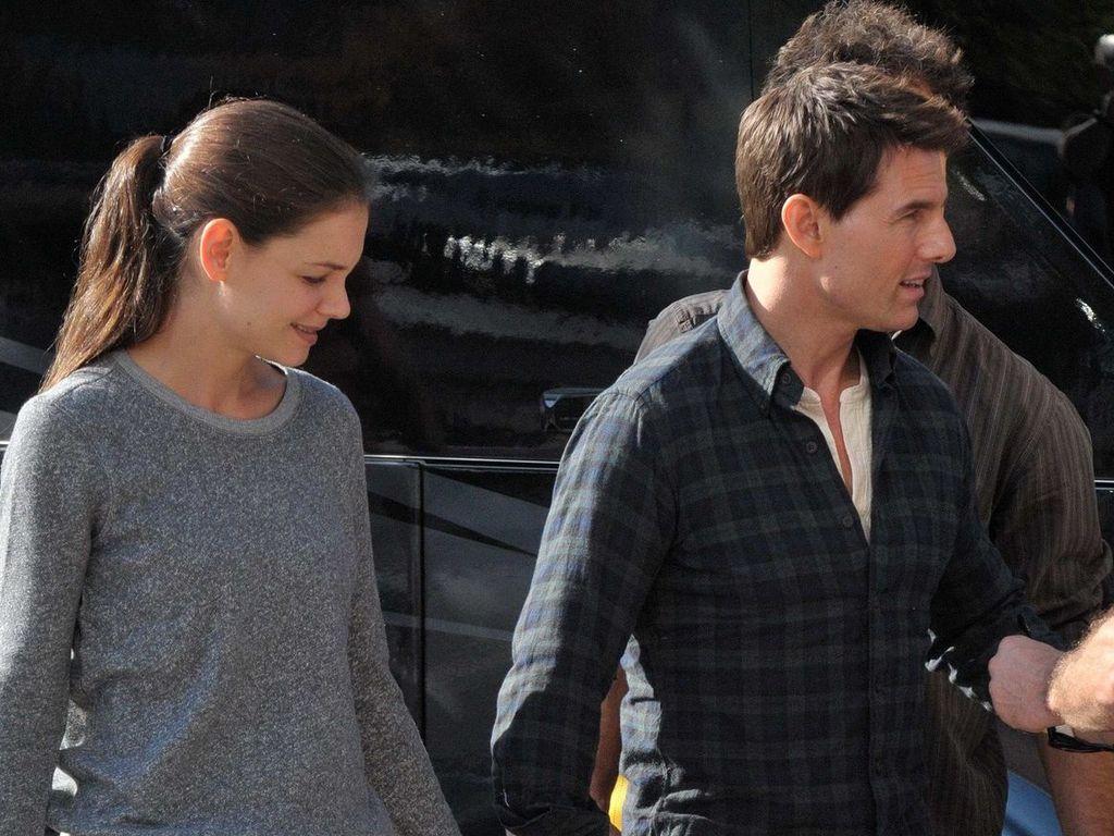 Tom und Katie halten Händchen