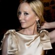 Trotzdem werden die meisten Hollywood-Stars wohl auch in Zukunft weiter fleißig ihre Yoga-Programm durchziehen