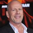 Plötzlich soll er sein älteres Ich, gespielt von Bruce Willis, umbringen