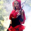 Paula Labaredas präsentierte sich als Rotkäppchen mit Axt