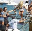 Victoria Silvstedt hat Probleme, ins Boot zu steigen