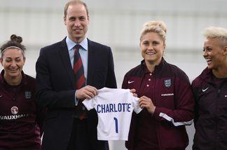Prinz William bekam ein Mini-Trikot für Charlotte geschenkt
