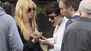 Anne Hathaway freut sich über das süße Bild auf Rachel Zoes Handy