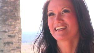Antonia aus Tirol lächelt im Promiflash-interview