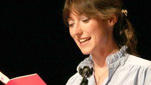 Charlotte Roche mit Feuchtgebiete-Buch