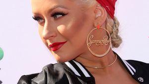 Christina Aguilera mit Ohrringen