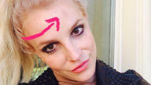 Collage: Britney mit Pfeil