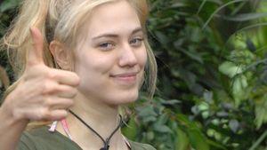 Dschungelcamp 2014: Larissa Marolt zeigt Daumen hoch