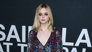 Elle Fanning Tränen-Make-up auf Teppich von Saint Laurent Fashion Show