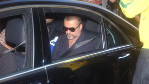 George Michael im Auto
