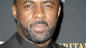 Idris Elba schaut ernst