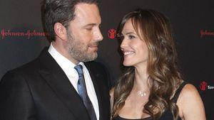Jennifer Garner und Ben Affleck schauen sich verliebt an