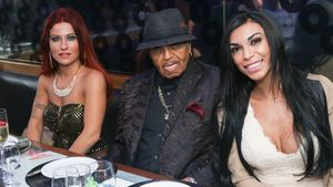 Joe Jackson mit zwei brasilianischen Frauen