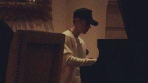 """Justin Bieber spielt """"Für Elise"""" am Klavier"""
