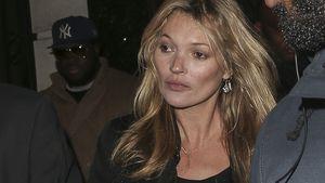 Kate Moss schaut verdutzt