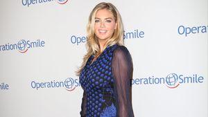 Kate Upton von der Seite mit leichtem Bauch