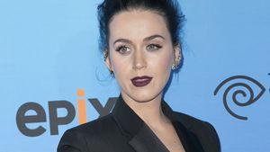 Katy Perry schaut zur Seite