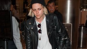 Kristen Stewart im Lotterlook und mit blonden Haaren