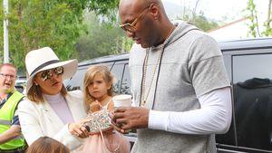Lamar Odom und Khloe Kardashian steigen aus dem Auto aus
