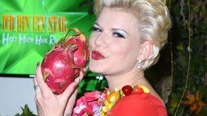 Melanie Müller mit Früchten
