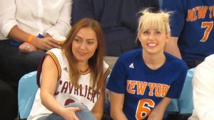Miley Cyrus beim Basketball