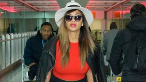 Nicole Scherzinger am Flughafen in London