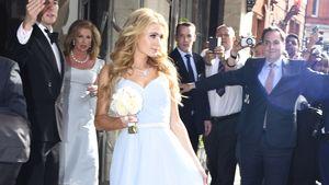 Paris Hilton in einem hellblauen Kleid