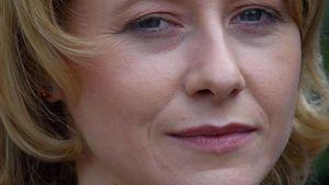 Silvia Seidel schaut ernst