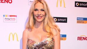 Sonya Kraus im goldenen Dress beim Soap-Award
