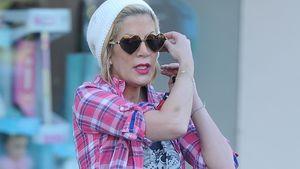 Tori Spelling trägt eine Herzchen Sonnenbrille