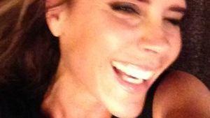Victoria Beckham lächelt in Kamera