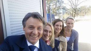 Wolfgang Bahro mit Lea Marlen Woitack, Ulrike Frank und Eva Mona Rodekirchen