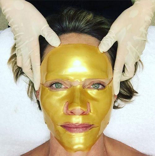 Amber Valletta schwört auf Gesichtsmasken aus Gold