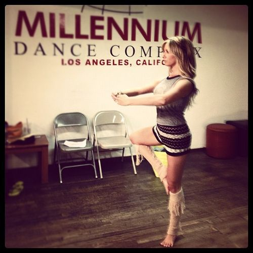 Ashley Tisdale wirft sich in eine grazile Ballett-Pose