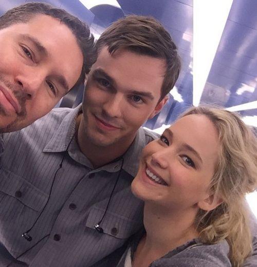 """Nicholas Hoult und Jennifer Lawrence feierten jetzt am Set von """"X-Men: Apocalypse"""" eine Reunion"""