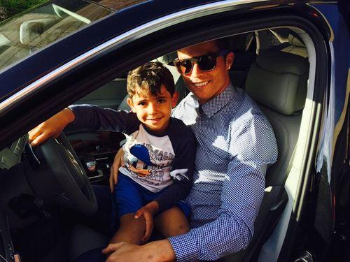 Cristiano Ronaldo hat nun einen niedlichen Schnappschuss mit seinem Sohn gezeigt