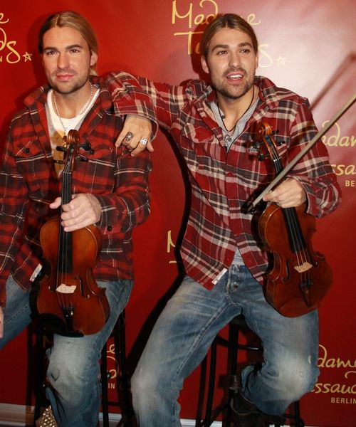 http://content3.promiflash.de/article-images/w500/david-garrett-und-sein-wachs-double.jpg
