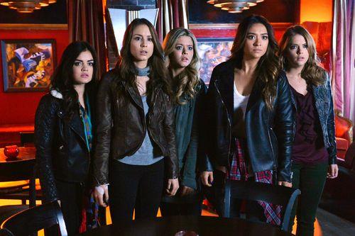 """Die Mädels von """"Pretty Little Liars"""" erleben in Staffel 6 einen Zeitsprung"""